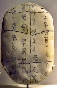 Caparazón de tortuga con antiguos oráculos provenientes del I Ching.